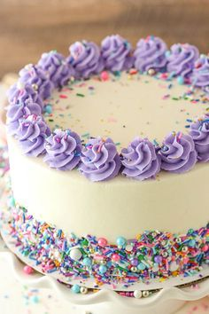 Moist Vanilla Layer Cake is just what it sounds like - a moist, soft vanilla cak. Moist Vanilla Layer Cake is just what it sounds like – a moist, soft vanilla cake that's easy t Fancy Cakes, Cute Cakes, Pretty Cakes, Pretty Birthday Cakes, Diy Birthday Cake, Fresh Cream Birthday Cake, Little Girl Birthday Cakes, Colorful Birthday Cake, Birthday Cakes For Teens