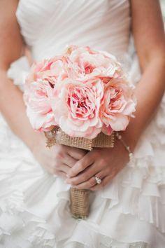 Pink Rustic Inspired Bouquet w/ Burlap Wrap Chic Wedding, Floral Wedding, Wedding Bouquets, Rustic Wedding, Dream Wedding, Wedding Day, Wedding Album, Gold Wedding, Wedding Planner