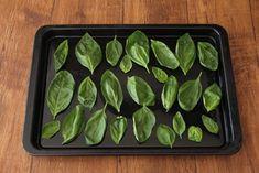 「ドライバジル」は加熱たった5分で作れる! バジルをムダなく使いきる調味料の作り方とアレンジレシピ - dressing(ドレッシング) Food Design, Eggplant, Green Beans, Sweets, Vegetables, Cooking, Recipes, Dressing, Foods