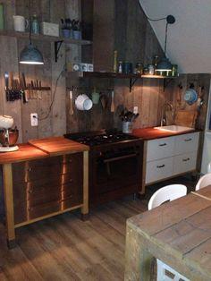 Varde keuken met steigerhouten achterwand