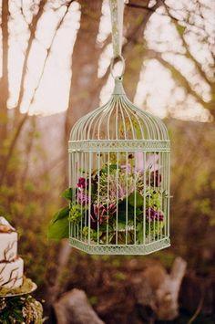 24 DIY Love Birds Wedding Theme Ideas | Confetti Daydreams - Suspend these whimsical hanging bird cages for an outdoor Love Birds wedding ♥ #DIY #Lovebirds #Wedding #Theme