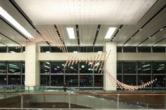 The Kinetic Rain Art Installation at the Changi Airport in Singapore, Terminal 1, is one of the most magnificent art installations I've seen in the past few decades. - See more at: http://irene-turner.com/art-architecture/kinetic-rain-art-installation-changi-airport/