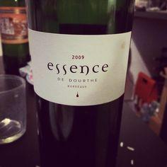 Le chef d'œuvre de #Dourthe, assemblage des #plusbellesparcelles de chaque propriété. Le vin est grandiose, marque par les petits fruits noirs et une grande fraîcheur pour un 2009. Une bouche ample et dense des tanins d'une finesse rare. Un grand vin #essence a retrouver sur http://www.lacavedourthe.com