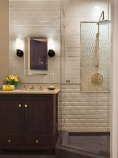Corner Shower - Design photos, ideas and inspiration. Amazing gallery of interior design and decorating ideas of Corner Shower in bathrooms, laundry/mudrooms by elite interior designers - Page 6 Bad Inspiration, Bathroom Inspiration, Shower Tile Designs, Bathroom Designs, Bathroom Ideas, Bathroom Showers, Bath Shower, Shower Ideas, Shower Curb