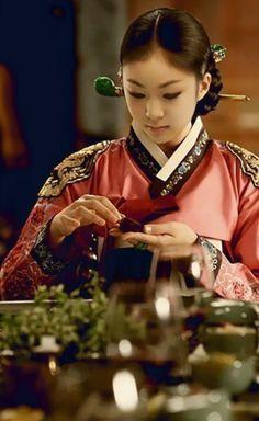 Korean Beauty Figure Queen Yuna Kim