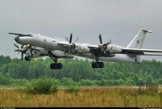 """Tupolev """"Tu-142MK"""" (""""Bear-K""""), b/n""""66""""black. Fedotovo - Kipelovo (XLWF), 28.08.2006. [] Туполев """"Ту-142МК"""". Федотово-Кипелово, Вологодская область."""