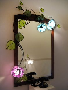 Ramo di lotini, cornice e lampada da parete per specchio mirror frame and wall lamp. This branch embraces the frame of a mirror. Lampe Art Deco, Flower Lamp, Deco Nature, Bedroom Lamps, Wall Lamps, Wall Lights, Stained Glass Lamps, Unique Lamps, Cool Furniture