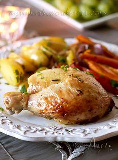 Вкусная, ароматная курица для праздничного стола. Тушку курицы можно замариновать на ночь или на 2-4 часа до запекания. на 6-8 порций Маринад 10 зубчиков чеснока 2 -3 веточки розмарина (2-3 ст л ли…