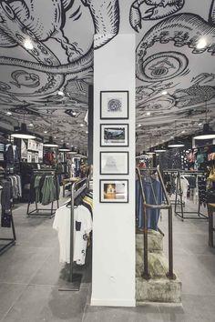 Pose de plafond tendu par Cadypso (Architecte d'intérieur) Agencement de magasin -- Volcom Marseille