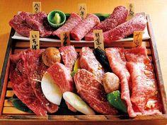 この13軒さえおさておけば無敵!? 2015年続・焼肉番付(1/2)[東京カレンダー] 焼肉 くにもと 新館 36ヵ月以上肥育された黒毛和牛は赤身にコクがあり、今の気分にマッチする肉。それを、野菜やフルーツ、そして企業秘密の材料と合わせて1日ほど寝かし、自然な甘みを引き出したタレで頂けば、口福といえよう。