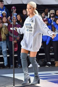 How Ariana Grande became one of the most stylish stars in sh.-How Ariana Grande became one of the most stylish stars in showbiz Ariana Grande Oversized jumper and over the knee boots to perform at March For Our Lives in Washington. Ariana Grande Images, Ariana Grande Fotos, Concert Ariana Grande, Ariana Grande Jumper, Ariana Grande Style 2018, Ariana Grande Clothes, Ariana Grande Outfits Casual, Ariana Grande Performance, Ariana Grande Hair