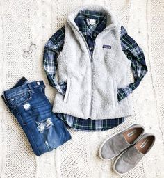 My most casual Tuesday of the year {apart from sweet summertime} enjoying this day off by grabbing lunch with my lovely Mama Jean Jacket Outfits, Vest Outfits, Casual Outfits, Cute Outfits, Navy Vest Outfit, Dress Casual, Shirt Outfit, Winter Outfits For Teen Girls, Fall Winter Outfits