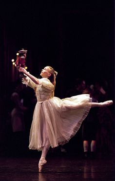 Birmingham Royal Ballet - The Nutcracker: Carol-Anne Millar as Clara; Photo Bill Cooper