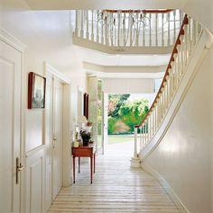 Ideas fáciles y efectivas para ganar más luz en casa · stairs can face back door too