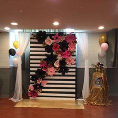 17 Ideas for kate spade bridal shower theme backdrop Kate Spade Party, Kate Spade Bridal, Birthday Themes For Adults, Adult Birthday Party, 30th Birthday Parties, Graduation Party Themes, College Graduation Parties, Grad Parties, Graduation Day