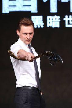 Tom Hiddleston. Daaaamn.