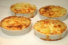 Mini aardappelgratin - feestelijk bijgerecht! I Love Food, Good Food, Yummy Food, Dutch Recipes, Cooking Recipes, Tapas, Vegetarian Recepies, Bistro Food, Cooking Time