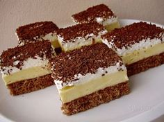 "Se prepară ușor și are un gust divin - Prăjitura ""Înghețată falsă"" Healthy Diet Recipes, Cooking Recipes, Sweets Recipes, Cake Recipes, Czech Recipes, Romanian Food, Food Cakes, Sweet And Salty, Sweet Desserts"