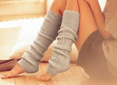 cute leg warmers. Gon' make me some with an old sweater!