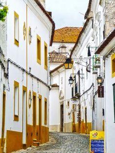 Foto: Evora. Dag 8: Golegã/Constância - Evora. Het is aangenaam kuieren langs de bloemrijke steegjes, wiite huizen en lekkere restaurantjes. Overnachting in Convento do Espinheiro 5* of hotel M'Ar de Ar Muralhas 4*, Evora.