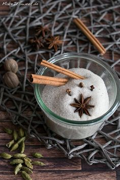 Information about the most popular Christmas spices as well as a recipe for a Christmas sugar. Tasty, Yummy Food, Fusion Food, Winter Time, Diy And Crafts, Spices, Food And Drink, Pudding, Sweets
