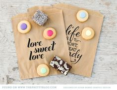 Life is short, eat candy! Sweet favor bags with a free printable typographic design via The Pretty Blog.