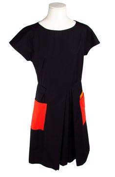 Jil Sander. Dress. Abito.  Abito nero in puro cotone con tasche colorate. 100% Cotone.  Black dress in pure cotton with colored pockets. 100% Cotton.