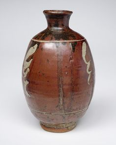 Bernard Leach : Vase : Courtesy of the Crafts Study Centre, UCA