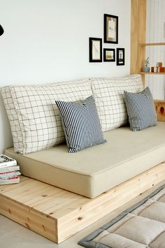 Shipping Furniture To Canada Diy Furniture Couch, Diy Sofa, Home Decor Furniture, Pallet Furniture, Furniture Design, Luxury Home Decor, Cheap Home Decor, Diy Home Decor, Decoration Palette