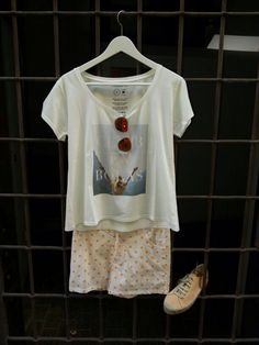 Camiseta thinking mu + short Argot & Margot + gafas Mr.Boho + espadrilles Presili www.therenewstore.com