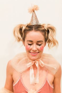 A close-up at the beauty looks. #refinery29 http://www.refinery29.com/2016/10/127094/lauren-conrad-halloween-costume-2016#slide-6
