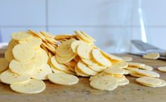 bananchips Sweet Recipes, Snack Recipes, Deserts, Chips, Vegan, Food, Barn, Caramel, Snack Mix Recipes