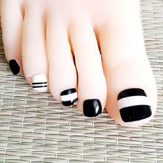 Black And White Nail Designs, Black White Nails, Grey Nail Designs, Matte Black Nails, French Manicure Designs, Summer Pedicure Designs, Coffin Nails Designs Summer, Summer Toe Nails, Pedicure Ideas