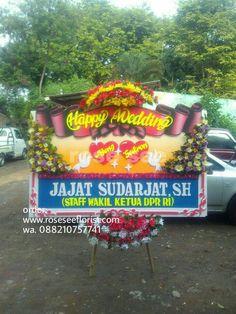Terima aneka ucapan karangan bunga, cukup WA/call kami siap kirim, free ongkir dalam kota. Juga bisa kirim-kirim ke luar kota sekitar Semarang.