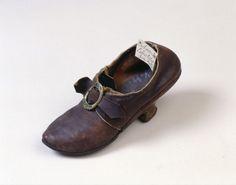 Germanischen Nationalmuseum Nürnberg | Objektkatalog: Wedding shoe Loetschthal Canton of Valais 1780/1790  Looks much earlier.....