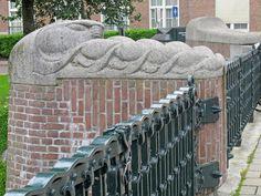 hildo krop | Brug Noorder Amstelkanaal met beelden van Hildo Krop
