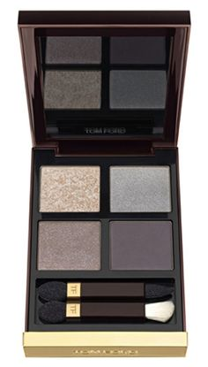This Tom Ford eyeshadow palette is perfect to achieve the smokey eye look.