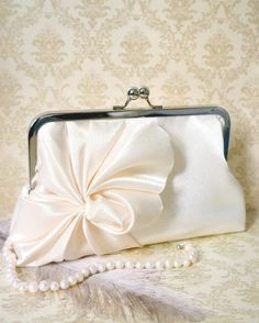 lovely clutch. perfect for softer fabrics. or could sew a drawstring pouch-style bag.
