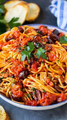 The best pasta puttanesca with spaghetti, olives and capers in a homemade tomato sauce. Best Pasta Recipes, Chicken Pasta Recipes, Spaghetti Recipes, Vegetarian Recipes, Dinner Recipes, Cooking Recipes, Healthy Recipes, Olive Pasta Recipes, Veggie Spaghetti