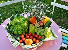 Is raw food diet healthy? What do raw fooders eat, what is raw food diet plan. Feel vibrant and healthy by eating a raw food diet for weight loss. Raw Food Recipes, Diet Recipes, Healthy Recipes, Healthy Foods, Planting Vegetables, Fruits And Vegetables, Vegetable Gardening, Gardening Tips, Eating Raw