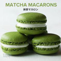 Matcha Macarons 14 Macaron Recipes You Can Bake At Home French Macarons Recipe, Vanilla Macarons, Green Tea Macarons, Green Tea Cookies, Blackberry Syrup, Edible Food, Cream Cheese Filling, Food Now, Food Grade