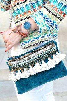 Aujourd'hui je vous présente un look tout en couleur avec ce magnifique blazer multicolore et estival. Big sélection shopping inside! A tout de suite!