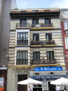 Casas de f lix s enz en el paseo de reding for Plaza uncibay
