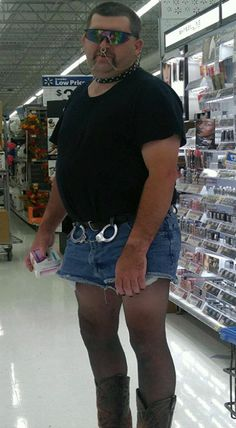 People Of Walmart - Page 35 of 2730 - Funny Pictures of People Shopping at Walmart Funny Walmart Pictures, Walmart Funny, Funny People Pictures, Walmart Photos, Funny Photos, Meanwhile In Walmart, Weird People At Walmart, Only At Walmart, Funny People