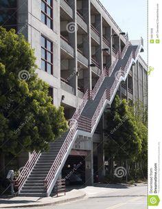 fuera-de-campus-concreto-del-estado-del-parking-de-la-escalera-56613596.jpg (1008×1300)