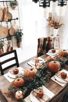 Best Farmhouse Fall Inspiration The Best Farmhouse Fall Decor Inspiration - A huge collection of Farmhouse fall decorating ideas that are completely on-trend, showcasing neutral color palettes with natural materials. The Best Farmhouse Fa. Thanksgiving Decorations, Seasonal Decor, Halloween Decorations, Holiday Decor, Seasonal Flowers, Rustic Thanksgiving, Hosting Thanksgiving, Thanksgiving Table Settings, Thanksgiving Parties
