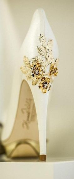 these white heels with extravagant golden floral details. They are… – Carol Steele Duffy these white heels with extravagant golden floral details. They are… these white heels with extravagant golden floral details. They are the perfect wedding shoes! Pretty Shoes, Beautiful Shoes, Cute Shoes, Me Too Shoes, Dream Shoes, Crazy Shoes, Bridal Shoes, Wedding Shoes, Shoe Boots