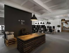 Front desk with pallet