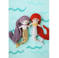 Elsie from A Beautiful Mess shares a free pattern to make these adorable mermaid softie dolls. They have sweet faces and long yarn hair, and sparkling sequined fins as mermaids do. Their seashell…