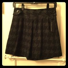 """Express Houndstooth skirt This is a thicker houndstooth express skirt with a dark grey/black alternating pattern.  Never worn, comes with spare button.  Has two pockets, which is always nice in skirts for a night out!  Length is ~15.5 inches.  I have a 27"""" waist and this fits a bit high on me, near my actual belly button.  Machine wash on cold.  Fabric is 68% polyester, 30% rayon, 2% spandex. Express Skirts A-Line or Full"""